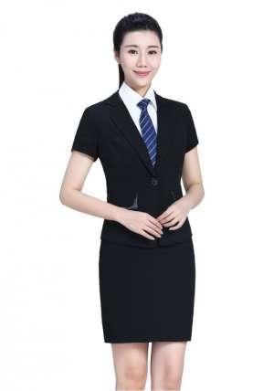 在日常工作中对女性职业装穿着要求